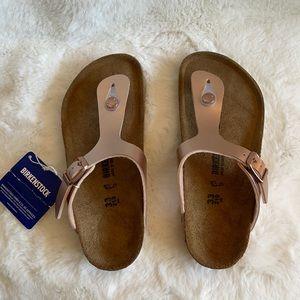 NWT Birkenstock rose gold sandals size 2